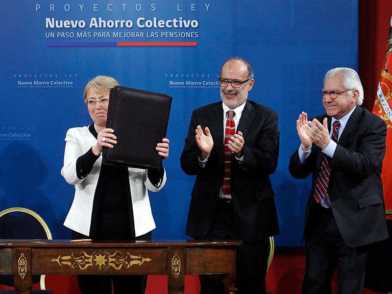 Nuevo ahorro colectivo Gobierno firmó proyecto que modifica sistema de pensiones